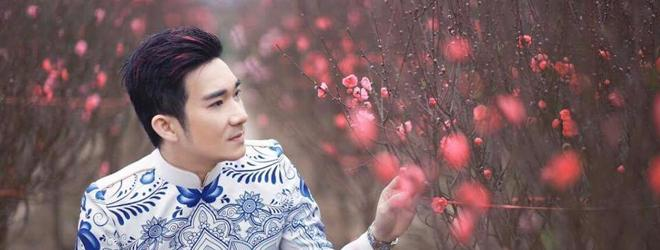 Ca sĩ Quang Hà bảnh bao khi diện áo dài ở vườn đào Nhật Tân