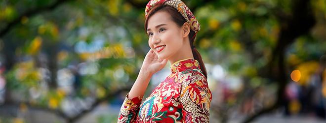 Lã Thanh Huyền khoe nét xuân thì trong bộ ảnh áo dài Tết