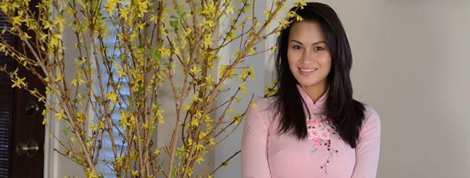 Vợ cũ Lam Trường khoe vóc dáng yêu kiều khi diện áo dài truyền thống