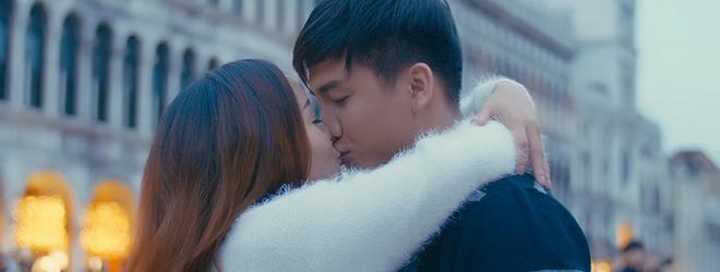 Ca sĩ Ngọc Anh hôn say đắm 'bạn trai tin đồn' Tô Minh Đức ở Venice