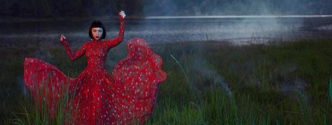 Ca sĩ Tóc Tiên ma mị, khác lạ giữa thiên nhiên