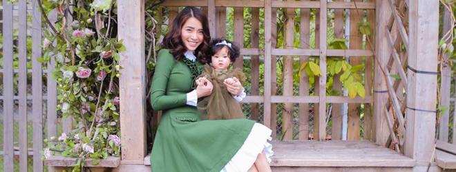Con gái Hải Băng xinh như búp bê chụp ảnh cùng mẹ