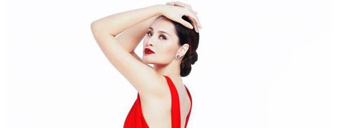 Hoa hậu Hương Giang gợi cảm với váy xẻ, lộ lưng ong nuột nà