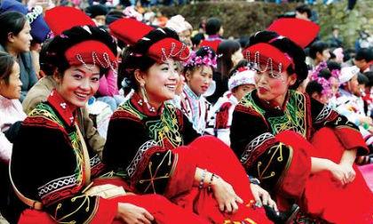 Lễ hội chạm ngực phụ nữ trong tháng cô hồn