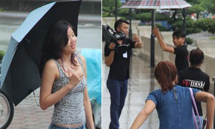 Thí sinh 'đội mưa' tới dự casting Vietnam's Next Top Model 2014