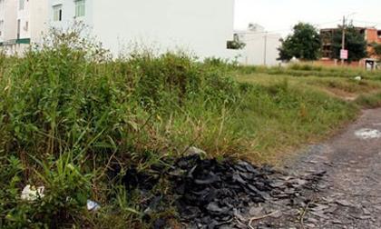 Nam thanh niên nghi bị cắt cổ ở bãi đất trống