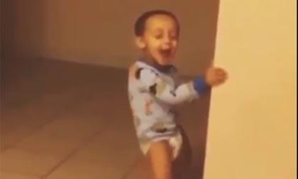 Cậu bé có điệu nhảy bá đạo