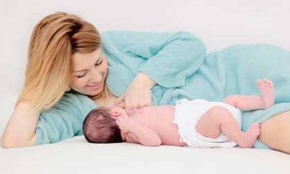 Phụ nữ không cho con bú sau sinh dễ bị trầm cảm