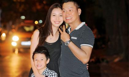 Chồng Jennifer Phạm biểu cảm hài hước bên vợ con