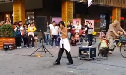 Xuất hiện video HD về anh chàng ca sĩ cái bang