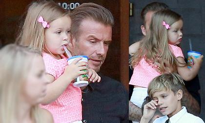 Harper xinh xắn, dịu dàng như công chúa trên tay bố Beck
