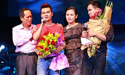 Xúc động trước clip ba mẹ và gần 100 người chúc mừng sinh nhật Khắc Việt