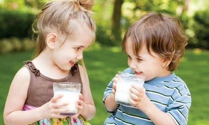 Tai hại khi cho trẻ uống sữa không đúng cách