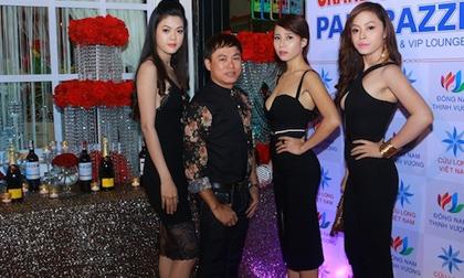 Bầu Tommy Nguyễn dự sự kiện cùng dàn mỹ nữ