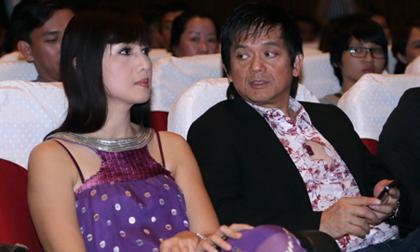Ông xã 'hộ tống' Hiền Mai đi nghe vợ chồng Cẩm Vân hát
