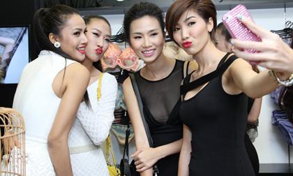 Dàn mẫu Việt nhí nhảnh dự sự kiện