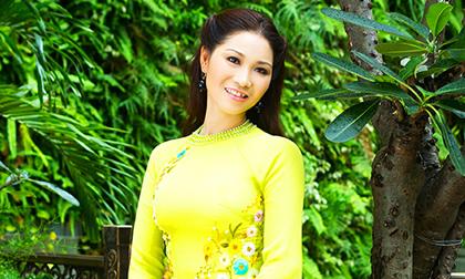 Diễn viên Xuân Nguyễn đẹp e ấp thuần Việt với tà áo dài