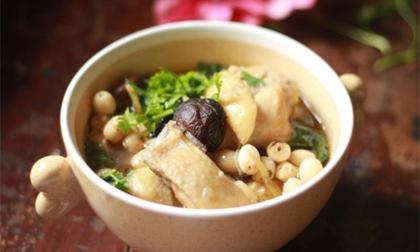 Bồi bổ cho cả nhà với món gà hầm hạt sen thơm phức