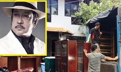 Gia đình nghệ sĩ Chánh Tín dọn đồ, bàn giao nhà