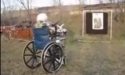 Cụ già bắn súng bách phát bách trúng