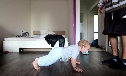 Ngộ nghĩnh chú bé tập nhảy Bboy cùng cha