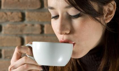 5 loại nước uống là 'thuốc độc' phá hủy làn da