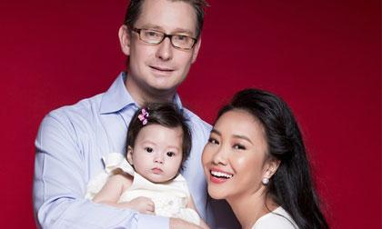 Con gái Đoan Trang xinh đẹp như búp bê
