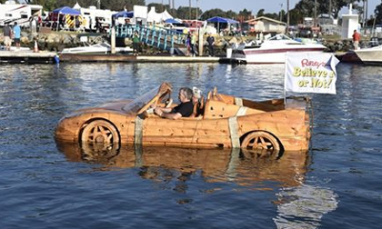 Sốc vì siêu xe Ferrari 'lướt' trên mặt nước