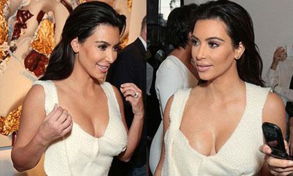 Kim Kardashian diện áo như quấn khăn tắm lên người