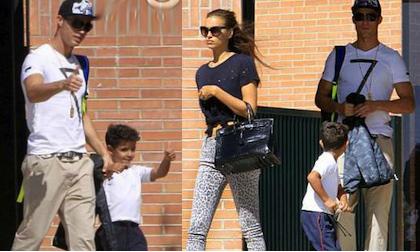 Bồ Ronaldo dửng dưng với con riêng của người tình