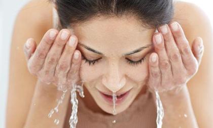 Cách rửa mặt 60 giây, da mịn màng sáng bóng