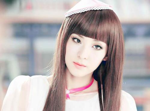 ... 1984 là một người mẫu, ca sĩ, diễn viên và dẫn chương trình nổi tiếng Hàn  Quốc. Cô được biết nhiều hơn với tên Dara trong ban nhạc nữ Hàn Quốc 2NE1.