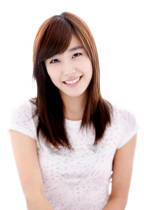 ... sĩ người Mỹ gốc Hàn Quốc và là thành viên của nhóm nữ SNSD. Cô ra mắt  chính thức cùng nhóm vào ngày 5 tháng 8 năm 2007 với nghệ danh Tiffany.
