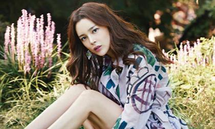 'Hoa hậu dao kéo' Park Si Yeon khoe vẻ đẹp mong manh trên tạp chí