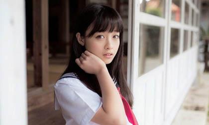 Vẻ đẹp trong sáng tuổi 15 của 'nữ thần đồng phục Nhật Bản'
