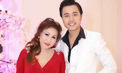 Bồ tỷ phú diện váy đỏ rực, e ấp bên Vũ Hoàng Việt