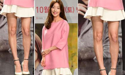 Han Ji Hye lộ đôi chân vòng kiềng với váy ngắn
