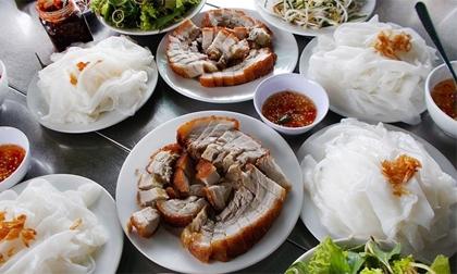 Đến Huế ăn bánh ướt thịt heo quay tuyệt ngon ở khu Truồi