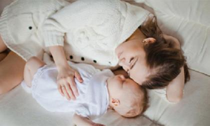 Trẻ dễ 'đột tử' khi ngủ trên ghế sofa