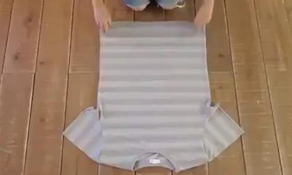 Cách gấp một chiếc áo phông gọn gàng nhất