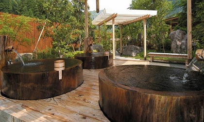 Bồn tắm lộ thiên đơn giản mà quyến rũ theo phong cách Nhật Bản