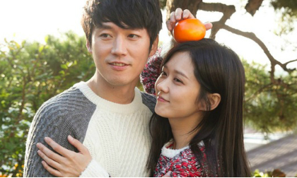 Jang Nara tươi trẻ tình tứ bên 'chồng cũ'
