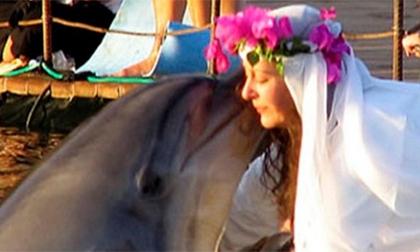 Kì quái những người kết hôn với... động vật