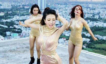 Trang Pháp nhảy và hát trên tòa nhà 34 tầng không lan can
