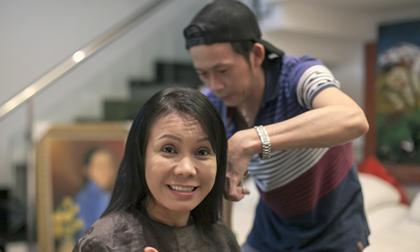 Bắt gặp Hoài Linh tự tay cắt tóc cho 'vợ'