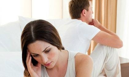 'Riêng một góc giường' vì chồng ôm… điện thoại