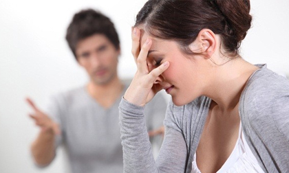 Người vợ tật nguyền đau đớn nhìn chồng 'tòm tem' với ô sin