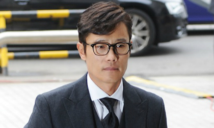 Lee Byung Hun buồn bã ra tòa làm nhân chứng vụ tống tiền