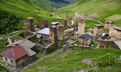 Thăm ngôi làng của những tháp đá nghìn năm tuổi