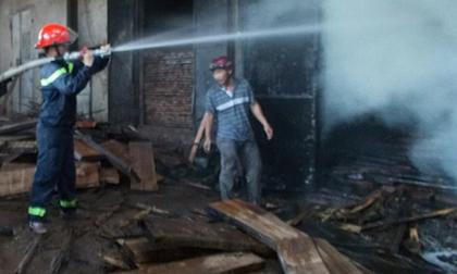 Nhà máy sấy gỗ cháy suốt 3 giờ